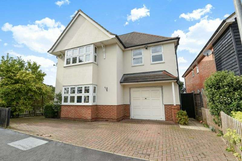 4 Bedrooms Detached House for sale in Watford Heath, Watford