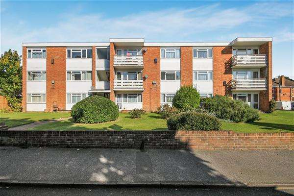 2 Bedrooms Flat for sale in Ashley Road, Parkstone, Poole