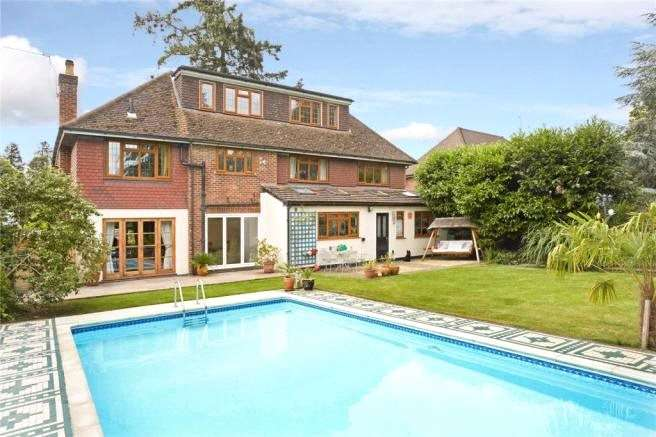 5 Bedrooms Detached House for sale in Blackwood Close, West Byfleet, Surrey, KT14