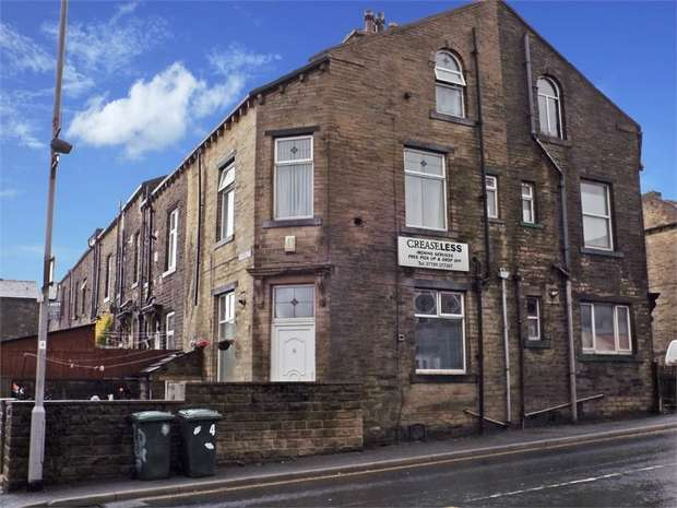 3 Bedrooms End Of Terrace House for sale in Albert Road, Queensbury, Bradford, West Yorkshire