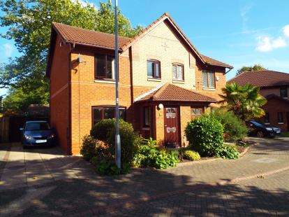 3 Bedrooms Semi Detached House for sale in Earls Way, Hallwood Park, Runcorn, Cheshire, WA7