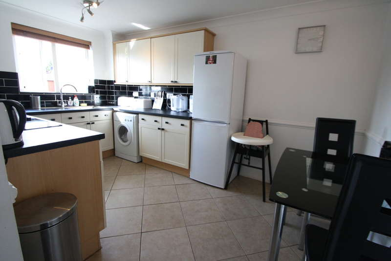 2 Bedrooms Flat for sale in Porter Close, Grays