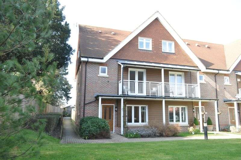 4 Bedrooms Terraced House for sale in Elliston Way, Ashtead
