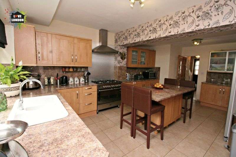 5 Bedrooms Semi Detached House for sale in 5 Double bedroom semi detached house in the heart of Chingford.