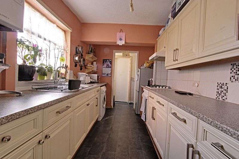 3 Bedrooms Terraced House for sale in Conway Close, Hull