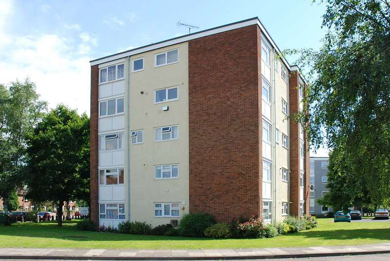 2 Bedrooms Flat for sale in Ham Close, Ham, TW10