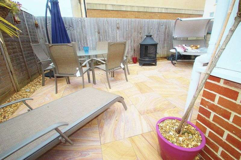 2 Bedrooms Detached House for sale in Sanderling Place, Portishead