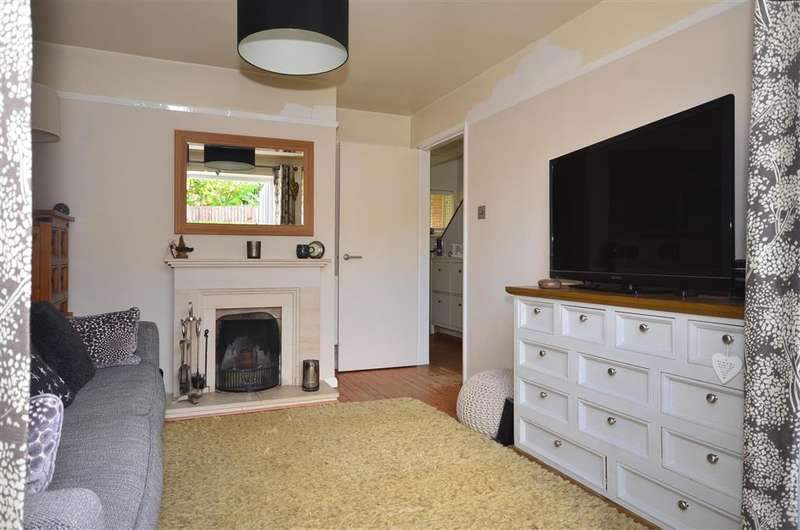 2 Bedrooms Semi Detached House for sale in Chapel Lane, Ashurst Wood, West Sussex