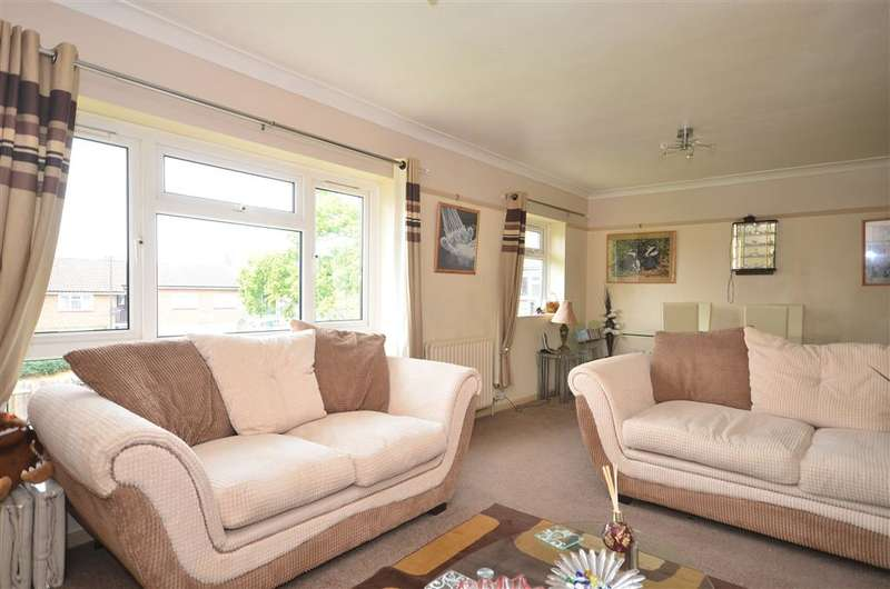 2 Bedrooms Maisonette Flat for sale in Medway Road, Gossops Green, Crawley, West Sussex