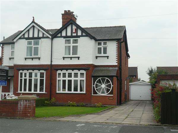 3 Bedrooms Semi Detached House for sale in Station Road, Winsford