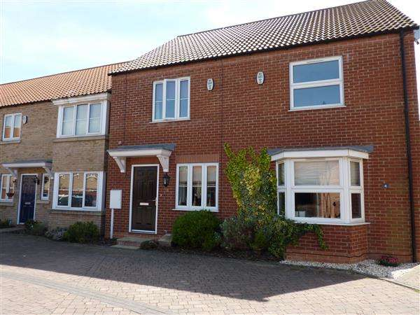 2 Bedrooms Terraced House for sale in BYGOTT WALK, NEW WALTHAM, GRIMSBY