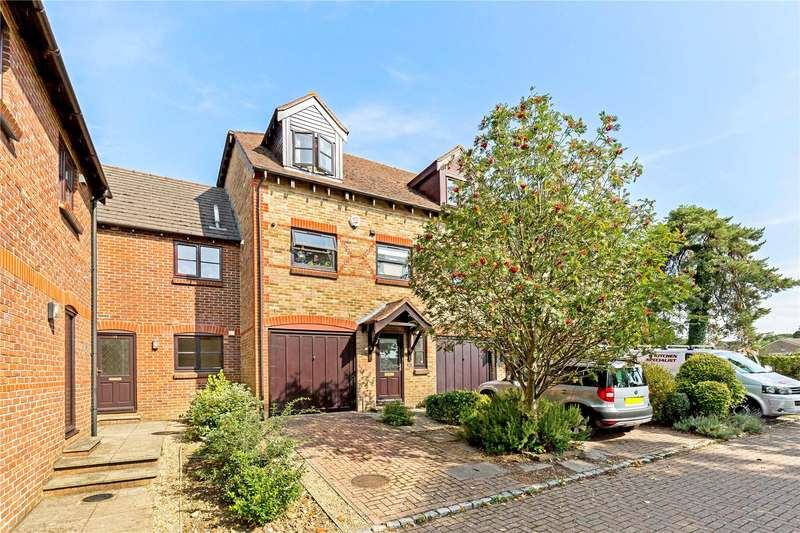 3 Bedrooms Terraced House for sale in Woodlands Lane, Chichester, West Sussex, PO19