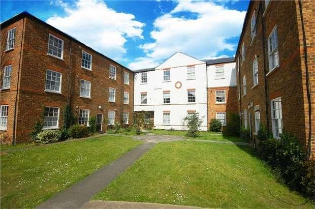 1 Bedroom Flat for sale in Courtyard Apartments, Hampton Road, Teddington