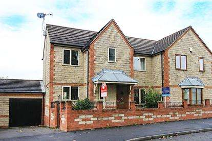 3 Bedrooms House for sale in Lansbury Avenue, Mastin Moor, Chesterfield, Derbyshire