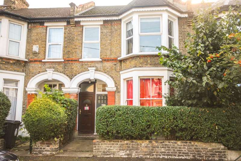 2 Bedrooms Flat for sale in Brunswick Road, Leyton