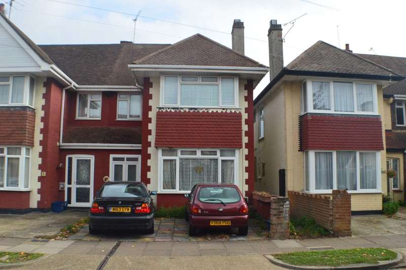 3 Bedrooms Semi Detached House for sale in Gayton Road, Southend on Sea
