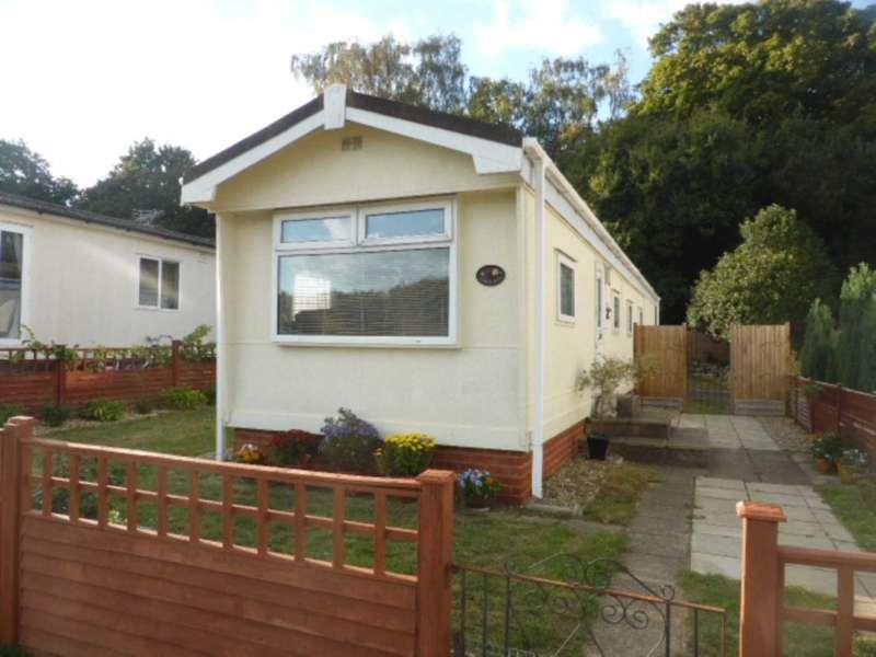1 Bedroom Park Home Mobile Home for sale in Warren Lane, Pyrford