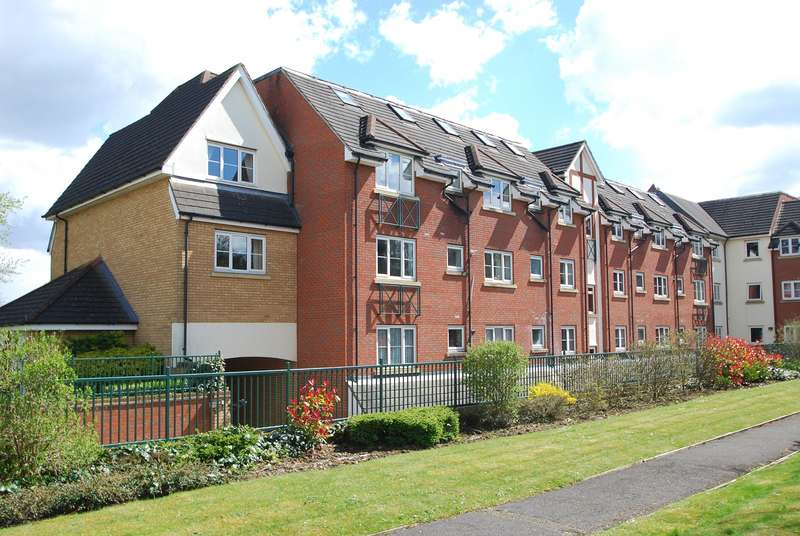 2 Bedrooms Flat for sale in Burnham Heights, Goldsworthy Way, Near Burnham, Slough, SL1