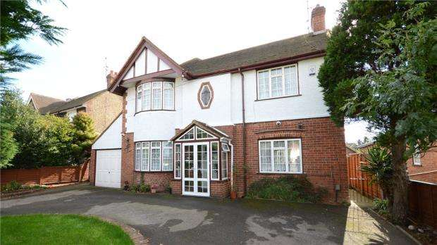 5 Bedrooms Detached House for sale in London Road, Earley, Reading