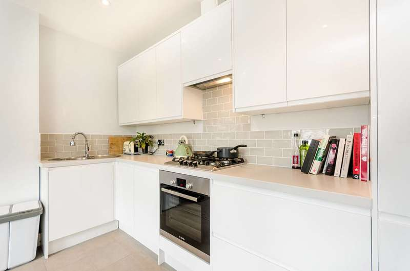 4 Bedrooms House for sale in Chantrey Road, Brixton, SW9