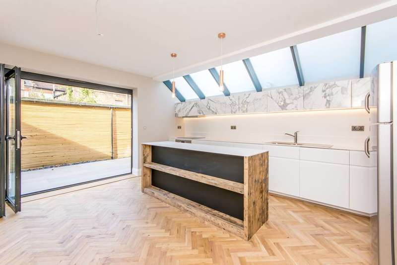4 Bedrooms House for sale in Sandringham Road, Willesden, NW2