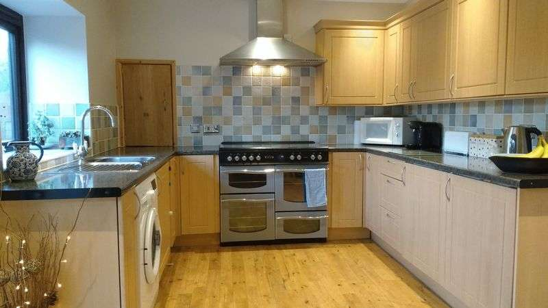3 Bedrooms Terraced House for sale in Fore Street, Penponds, Nr Camborne
