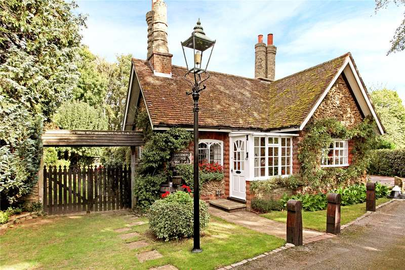 2 Bedrooms Detached Bungalow for sale in Broadwater Park, Farncombe, Godalming, Surrey, GU7