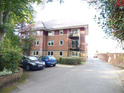 2 Bedrooms Flat for sale in 5 Archers Road, Southampton, Hampshire