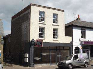 2 Bedrooms Flat for sale in High Street, Littlehampton, West Sussex