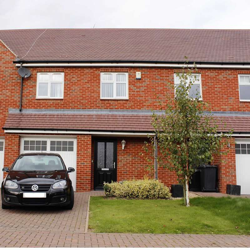 3 Bedrooms Terraced House for sale in Winkadale Close, Bushby