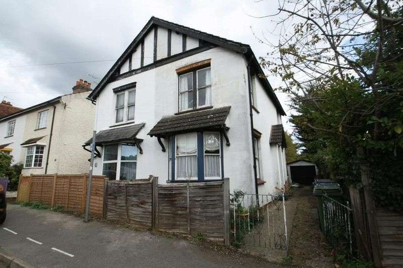 3 Bedrooms Semi Detached House for sale in Rosebery Avenue, High Wycombe
