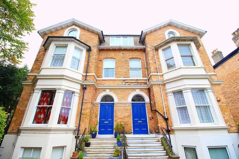 2 Bedrooms Flat for sale in Westbourne Grove, Scarborough