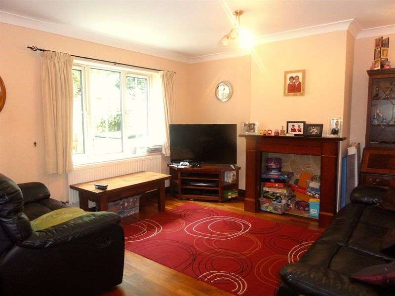 3 Bedrooms Semi Detached House for sale in Sullivan Close, Portsmouth