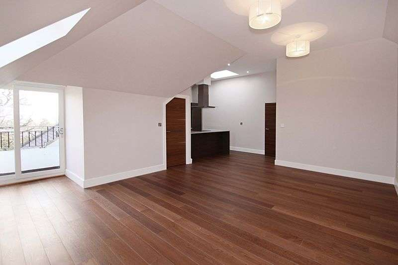 2 Bedrooms Flat for rent in Manor Road, Chigwell