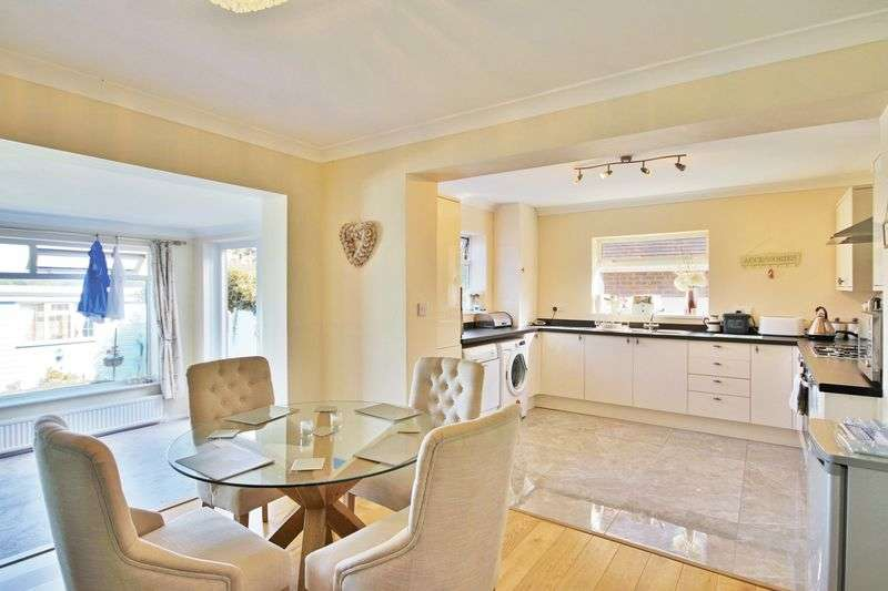 4 Bedrooms Detached Bungalow for sale in Epping, Essex CM16