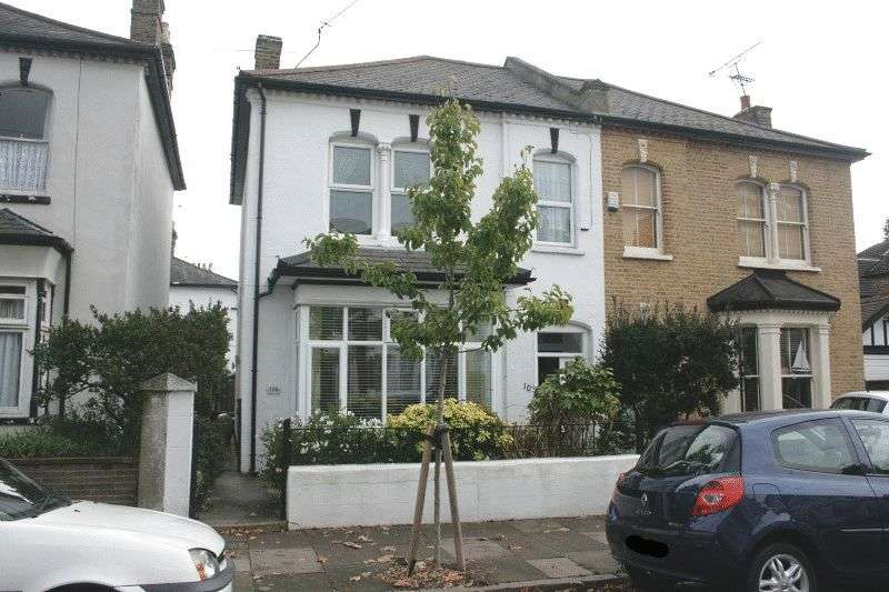 2 Bedrooms Flat for sale in Wilson Road, Southend-On-Sea