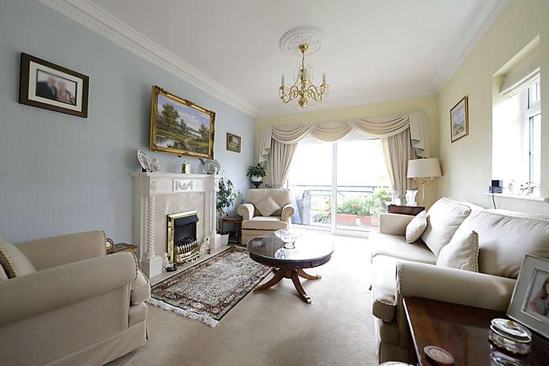 3 Bedrooms Flat for sale in Oatlands Drive, Weybridge, Surrey, KT13