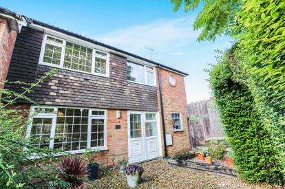 4 Bedrooms End Of Terrace House for sale in Highover Close, Luton, Bedfordshire