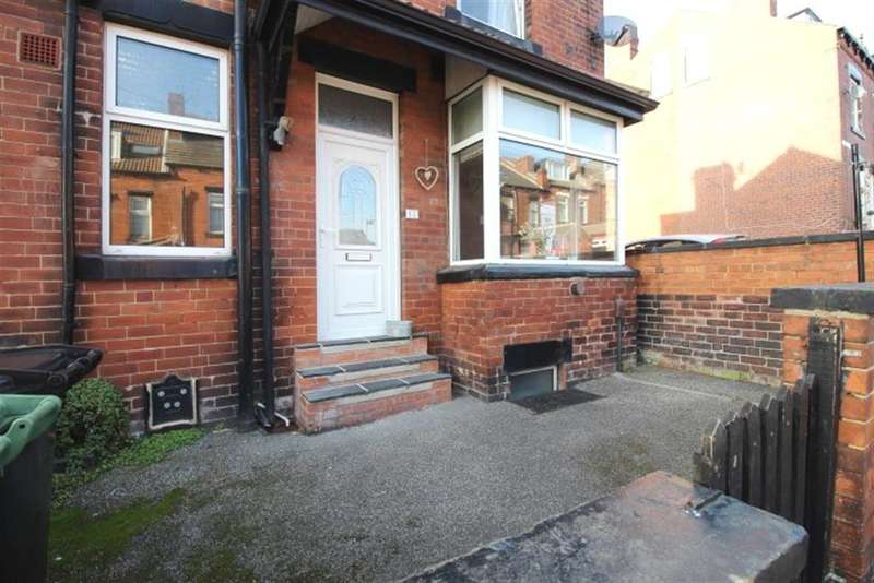3 Bedrooms Terraced House for sale in Station Terrace, LS13