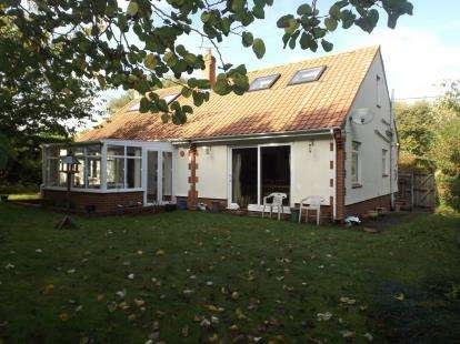 4 Bedrooms Bungalow for sale in Woodbridge, Suffolk