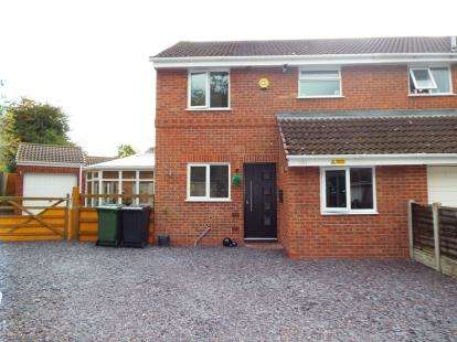 3 Bedrooms Semi Detached House for sale in Abbotswood Close, Redditch, Worcestershire