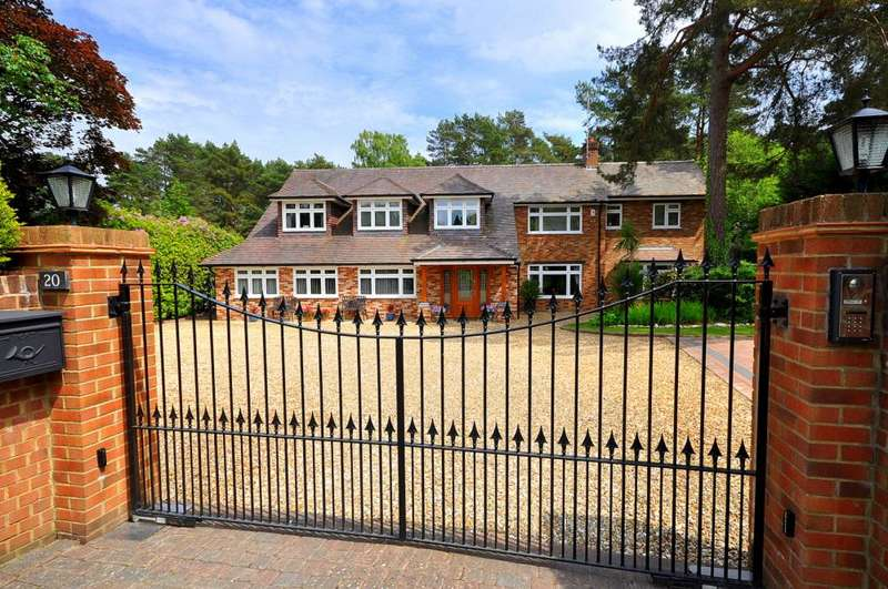 5 Bedrooms Detached House for sale in Avon Castle, Ringwood, BH24 2BH