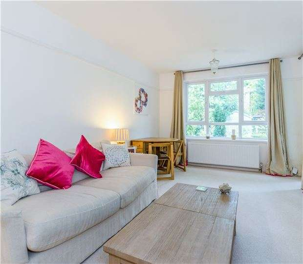 1 Bedroom Flat for sale in North Street, CARSHALTON, Surrey, SM5 2HT