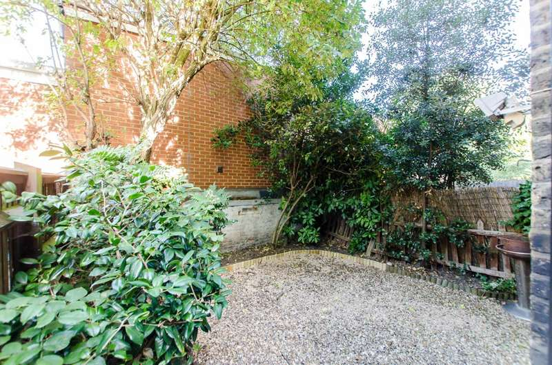 2 Bedrooms Flat for sale in Southwell Road, Camberwell, SE5