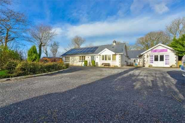 4 Bedrooms Detached Bungalow for sale in Capel Hendre, Ammanford, Dyfed, SA18 3RT