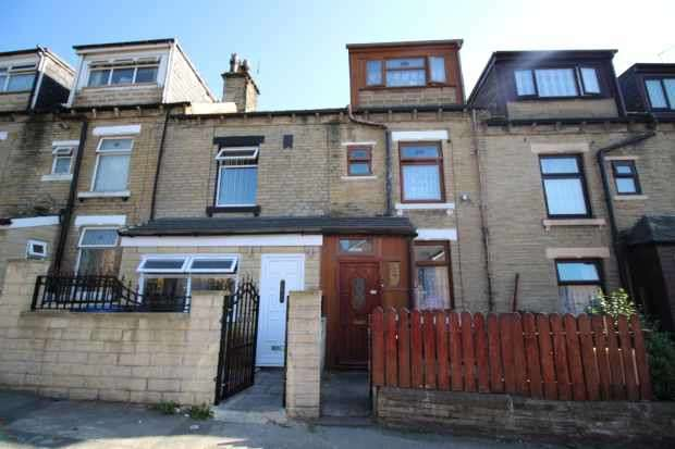4 Bedrooms Terraced House for sale in Kimberley St, Bradford, West Yorkshire, BD4 8AA