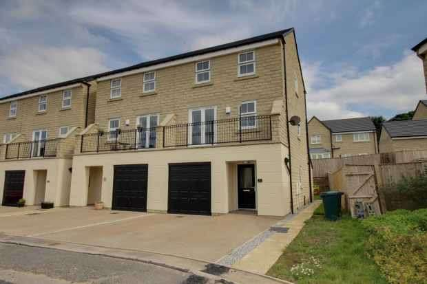 4 Bedrooms Semi Detached House for sale in Sycamore Green, Bradford, West Yorkshire, BD15 0FB