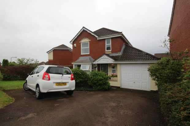 4 Bedrooms Detached House for sale in Meadow Way, Caerphilly, Mid Glamorgan, CF83 1SE