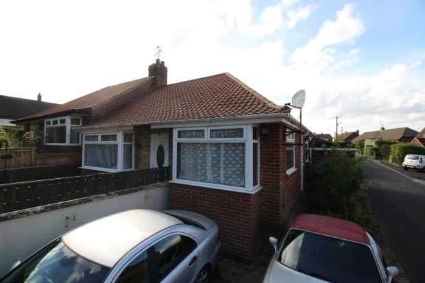 2 Bedrooms Semi Detached Bungalow for sale in Beechwood Avenue, Ryton, Tyne And Wear, NE40 3LX