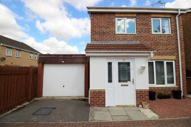 3 Bedrooms Detached House for sale in Northfield Grove, South Kirkby, West Yorkshire, WF9 3AG